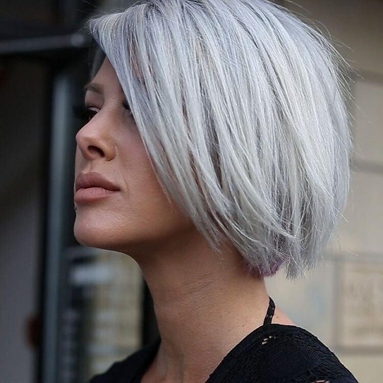 Отличительной чертой знатной стрижки на короткие волосы станут укороченные пряди на височно-затылочном участке, то есть ваша шея и уши будут максимально открыты.