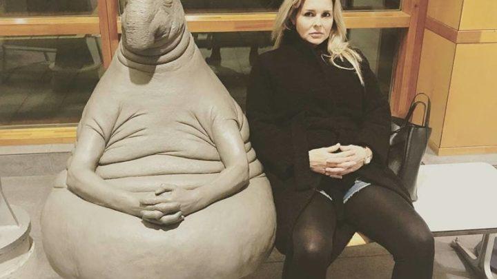 На лицо ужасное, доброе внутри: автор Ждуна представила новую скульптуру (4 фото)
